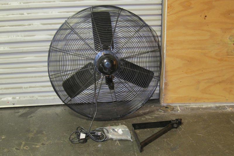 Air King Wall Mount Fan : Lot air king quot industrial wall mount fan wirebids
