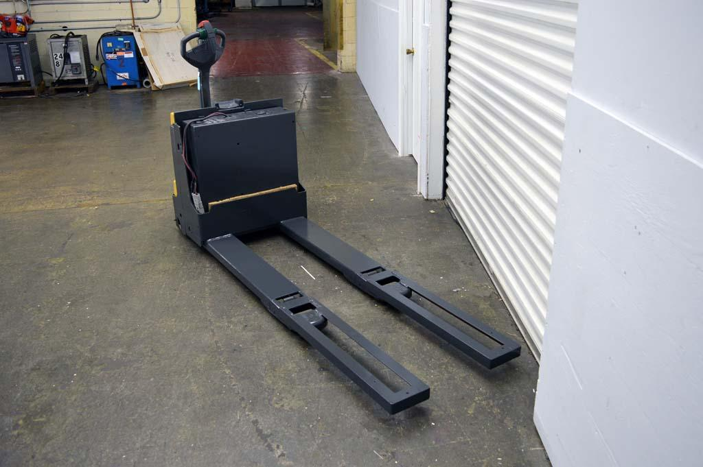 Lot 7 Cat 4500 Lb Electric Pallet Jack With Built In