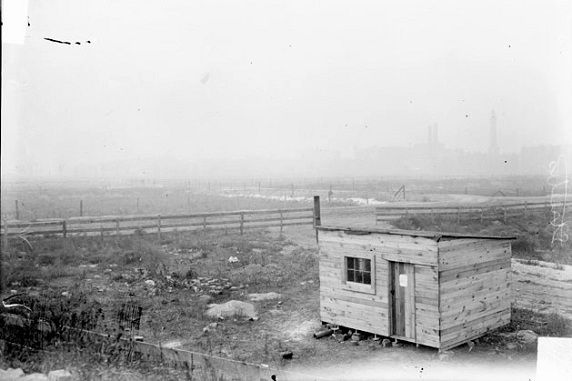 Streeter's shack, 1905 (Library of Congress/Chicago Daily News)