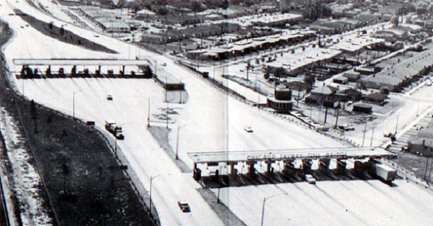 Skyway toll plaza (author's collection)