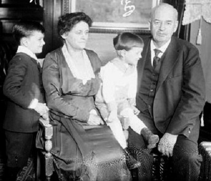 The governor, Mrs. Small and their grandchildren. Small made news as an Illinois govern accused of financial wrongdoing. (Library of Congress/Chicago Daily News)