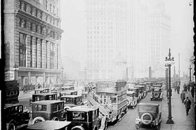 Michigan Avenue bridge traffic, 1920s (Chicago Daily News)