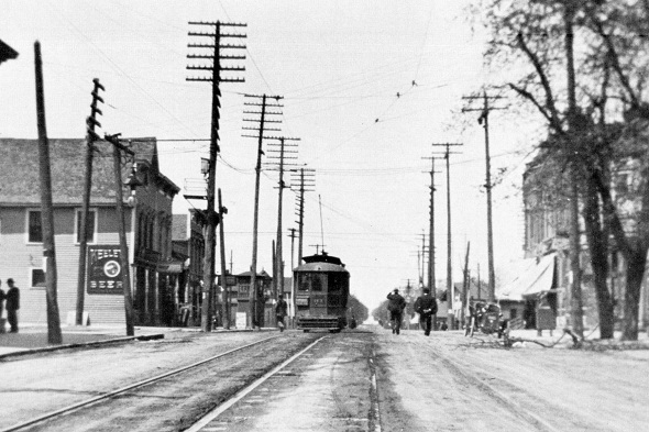 One of the first electric streetcars, 103rd Street at Parnell (author's collection)