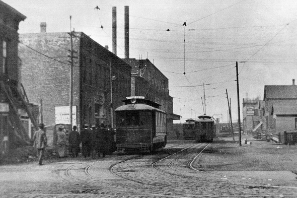 Transfer point between cable and electric cars, Halsted-22nd Place (author's collection)