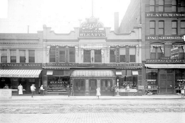 Big Jim's saloon (Library of Congress/Chicago Daily News)