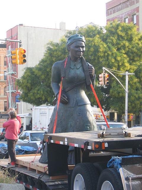 A statue of Harriet Tubman is erected in Harlem in 2007. (Flickr/illdoggie2)