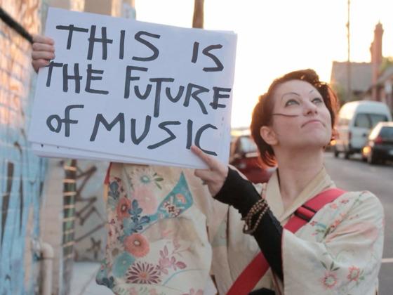 Amanda Palmer (kickstarter.com).