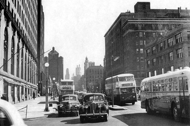 Buses on Michigan Avenue, 1948 (CTA photo)