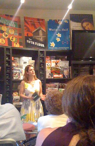 Gillian Flynn at the Book Cellar. Flickr/Amy Guth