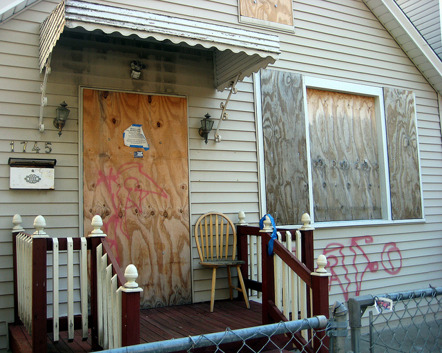 A home in foreclosure in Humboldt Park in 2011. (Flickr/get directly down)