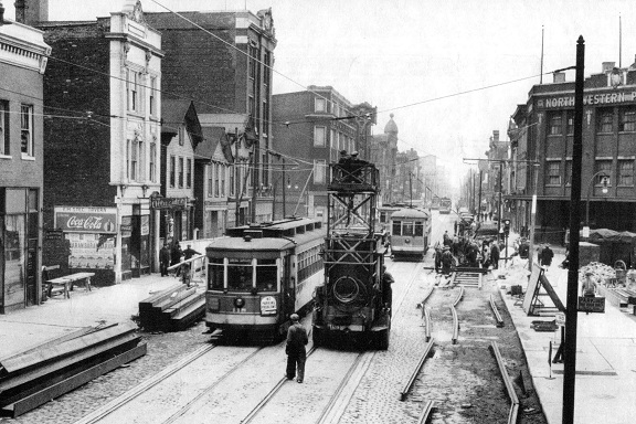 The same view of Milwaukee and Augusta in 1940 (CTA photo)