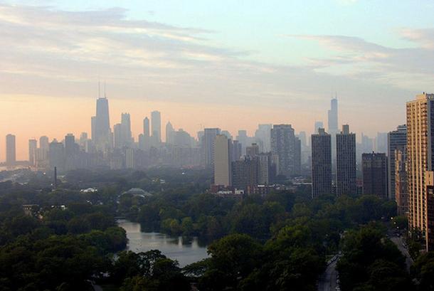 A hazy Chicago skyline. (Evan Butterfield via Flickr)