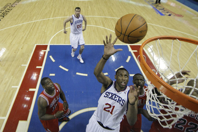 Philadelphia 76ers' Thaddeus Young goes for the net during Game 6 of the first-round playoff series against the Chicago Bulls. (AP/Matt Slocum)