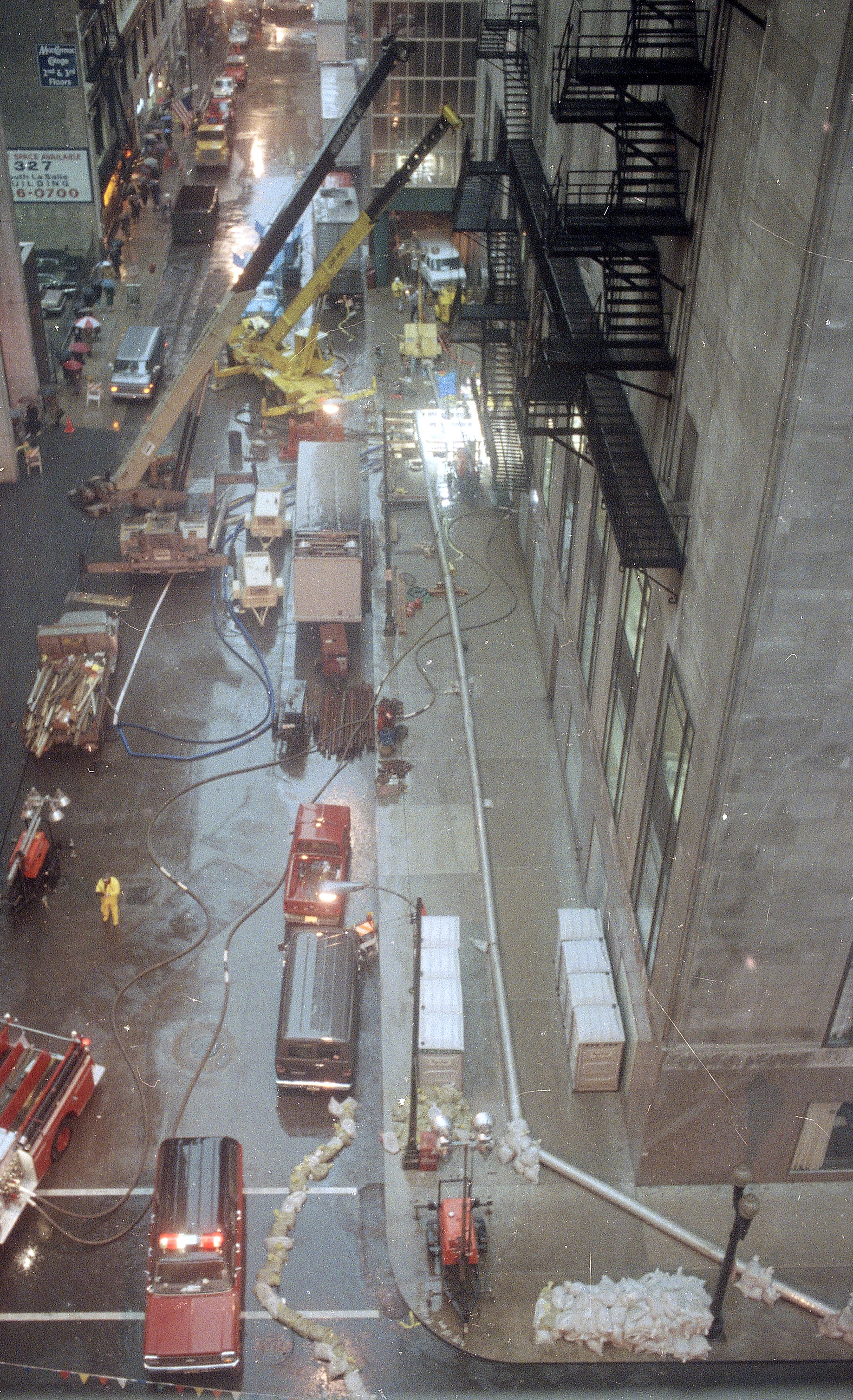 Water is pumped out of the basement of the Chicago Board of Trade, right, on April 15, 1992, as businesses tried to cope with flooding in the Loop. (AP/Charles Bennett)