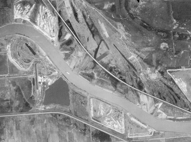 The site of Beaubien Forest Preserve in 1938. (Raw Imagery: Illinois Natural Resources Geospatial Data Clearinghouse, Illinois State Geological Survey / Illinois Historical Aerial Photography 1937-1947. Georeferencing and image processing by Field Museum Staff.)