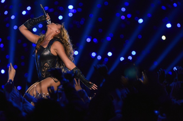Beyoncé wows the crowd during Sunday's Super Bowl XLVII halftime show. (Getty Images)