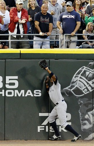 Curtis Granderson catches a fly ball at U.S. Cellular Field. (AP Photo/Charles Rex Arbogast)