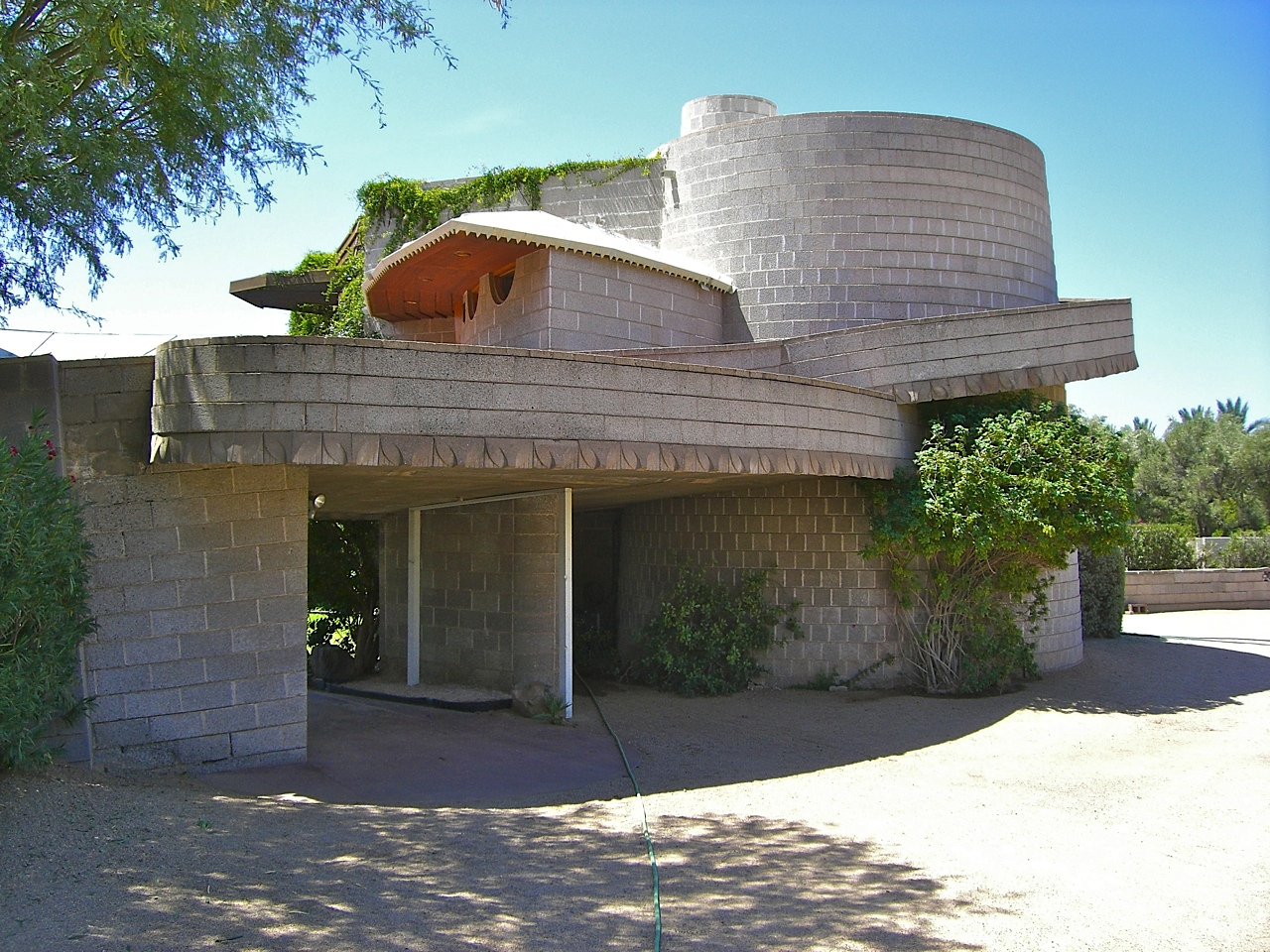 Photo by Scott Jarson, ©2012 azarchitecture.com / Photo courtesy of the Frank Lloyd Wright Building Conservancy