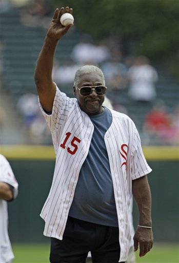 Former Sox star Dick Allen throws out the first pitch Sunday. (AP/Nam Y. Huh)