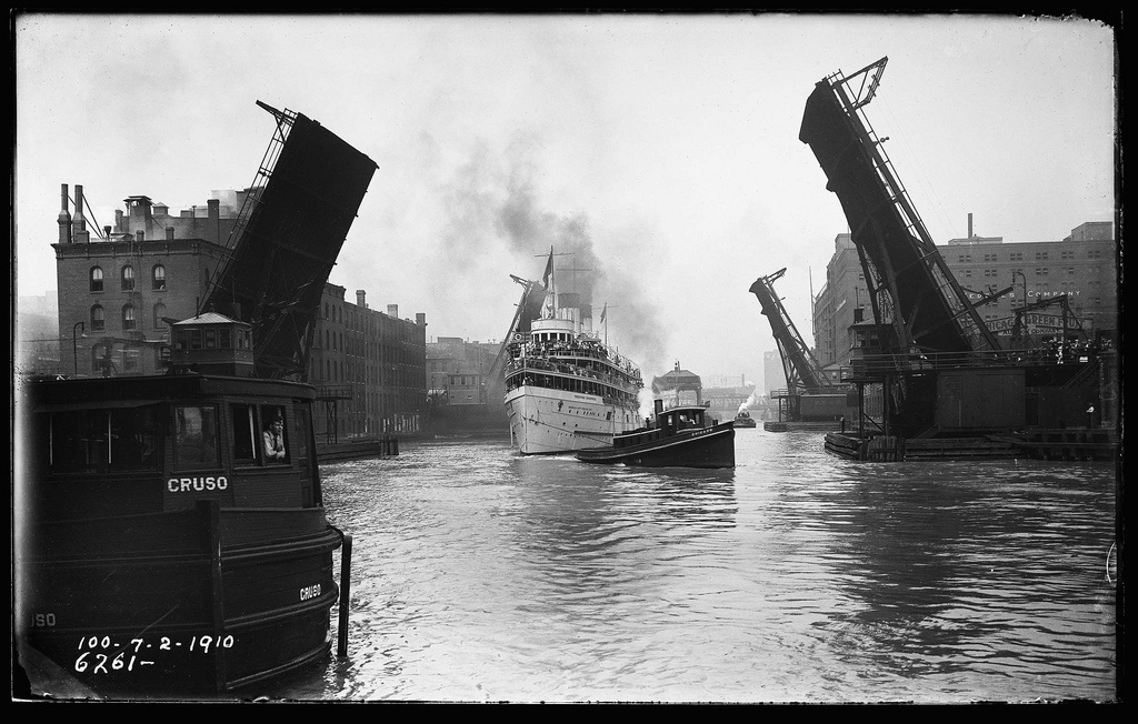 The excursion boat Theodore Roosevelt heads east under the State Street bridge in 1910. (Source: The Lost Panoramas, published by CityFiles Press)