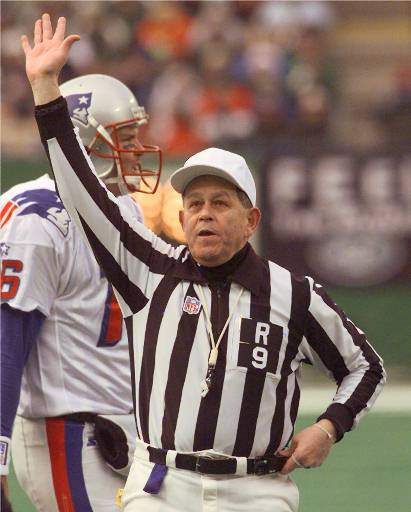 Former NFL referee Jerry Markbreit is concerned about players' safety with replacement refs. (AP Photo/Mark Lennihan)