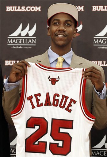 Marquis Teague displays his new Bulls jersey. (AP Photo/ M. Spencer Green)