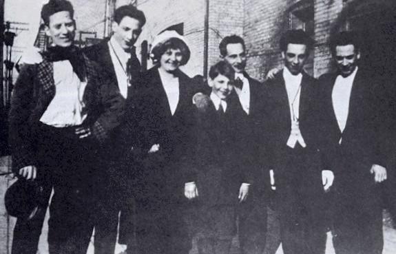 Chicago Marxism, 1915--Groucho, Gummo, Minnie, Zeppo, Sam, Chico, Harpo (Wikipedia Commons)