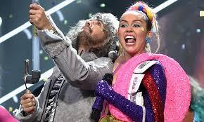 Wayne Coyne and Miley Cyrus at the MTV Video Music Awards