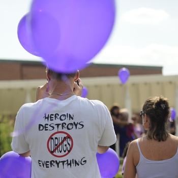 Hundreds of people turned out for this Overdose Awareness rally in August. (WBEZ/Bill Healy)
