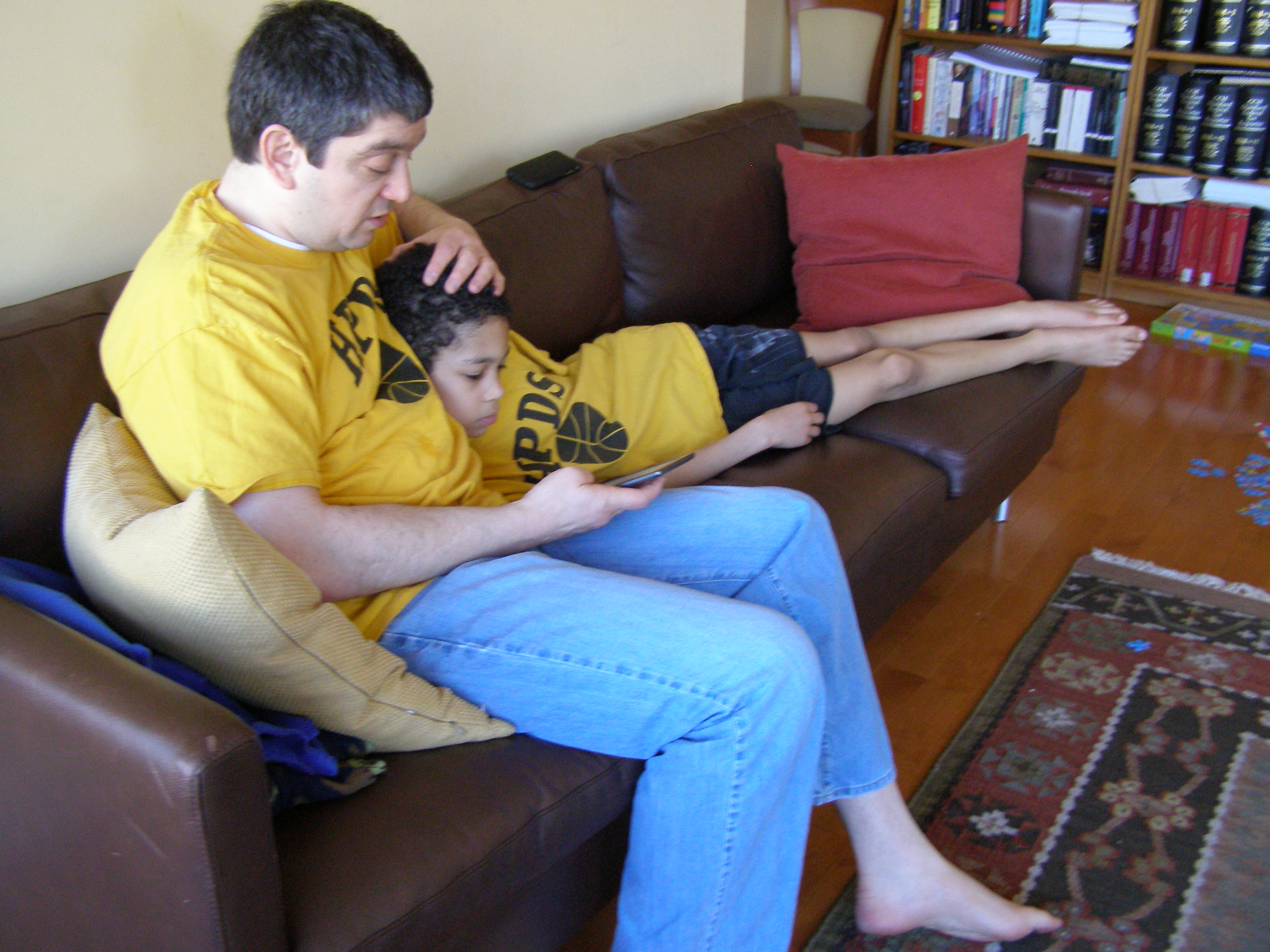 David Forst and his son Jacob read Tom Sawyer off their Kindle in their Chicago home. (Julianne Hill/Front and Center)
