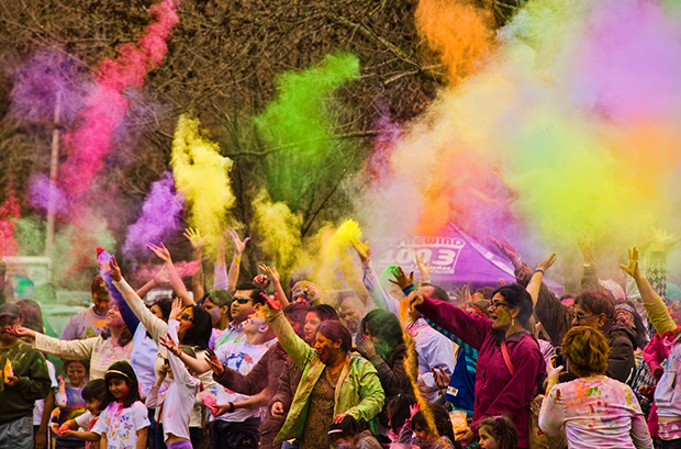 Holi celebration at Riverwalk Naperville (Flickr/Ratul Maiti)
