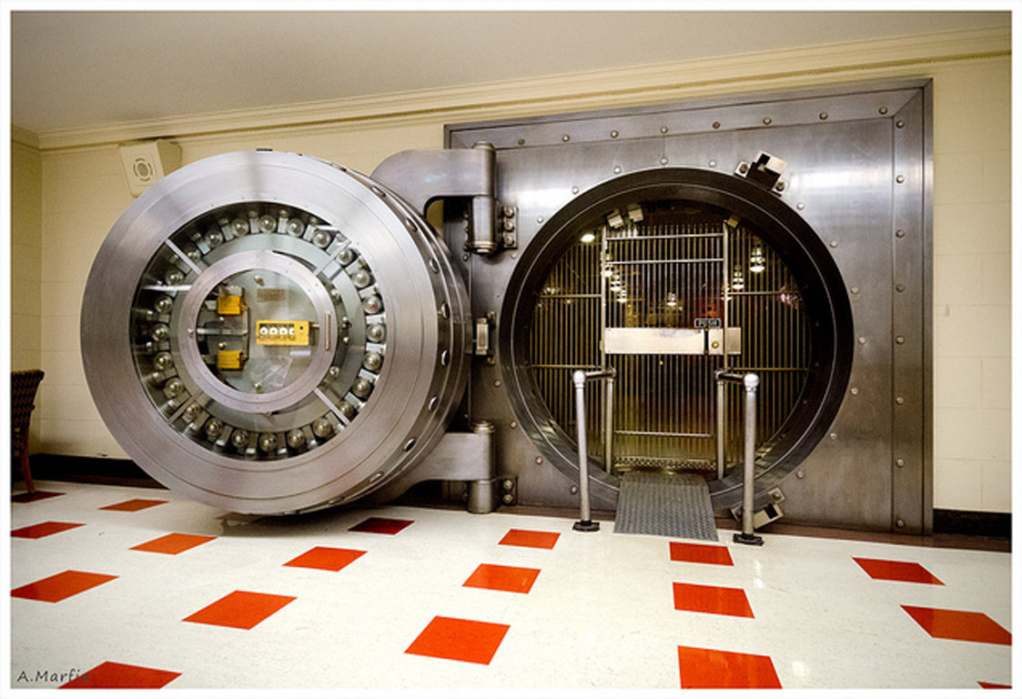 The basement vault in the Bridgeview / Uptown Bank. Still fully functional. (Flickr/Andy Marfia)
