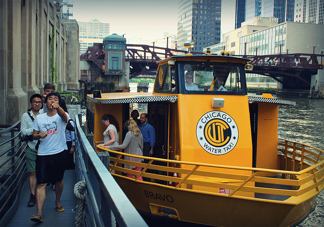 Chicago water taxi (Flickr/Stephanie Barto)