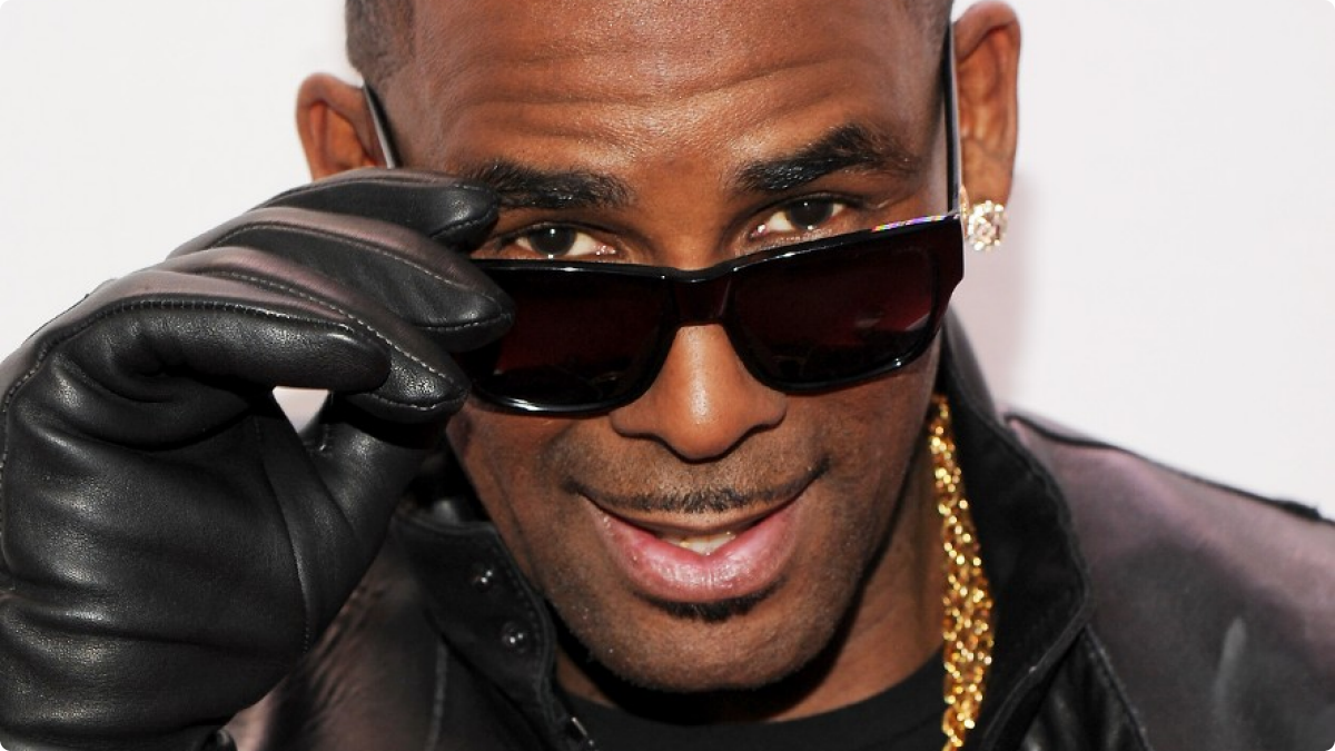 Garbage R  Kelly's Garbage Former Manager Surrenders to Authorities