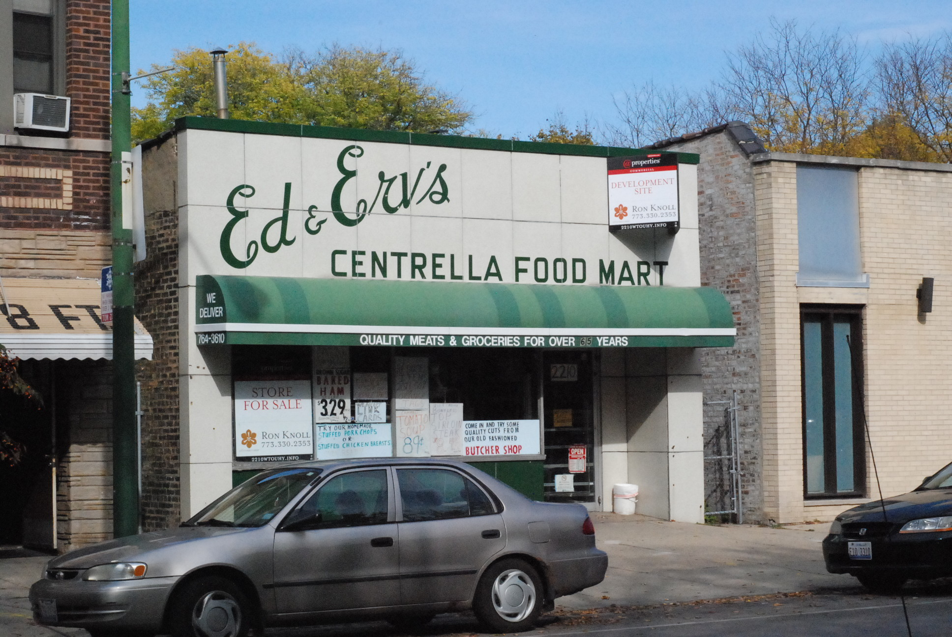 Mondl's father, Erv Mondl, co-founded the neighborhood grocery 47 years ago on Touhy Ave. in Chicago's Rogers Park neighborhood. (WBEZ/Odette Yousef)