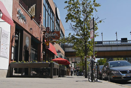 Sidewalk cafes must maintain a distance between city structures such as trees and parking meters, with enough space for pedestrians to pass. (WBEZ/Andrew Gill)