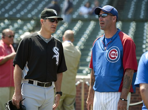 White Sox manager Robin Ventura and Cubs manager Dale Sveum at Wrigley Field (AP/Brian Kersey)