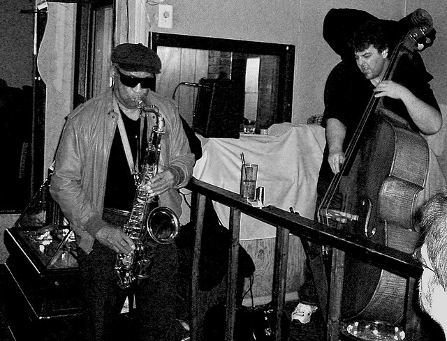 Jazz great Von Freeman performing at Chicago's New Apartment Lounge in 2005. (Flickr/Vin60)