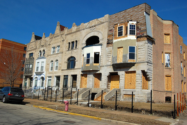 Vacant and neglected greystones in Chicago's Oakland neighborhood. (Flickr/Eric Alix Rodgers)