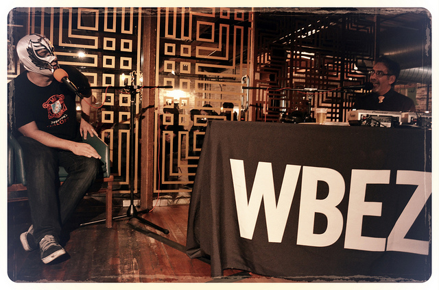 Luchador-masked Chicago Reader restaurant critic Mike Sula interviewed by Tony Sarabia at Chef Battle 2012 (WBEZ/Louisa Chu)