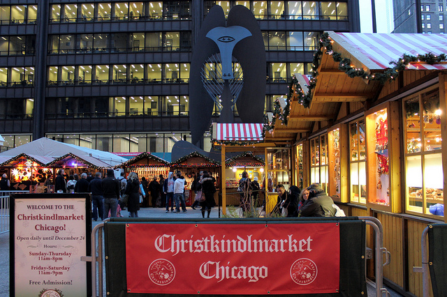 Christkindlmarket 2012 under the Picasso in Chicago (WBEZ/Louisa Chu)