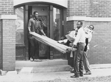 Tenants move out of a South Woodlawn apartment after the University of Chicago bought the land. Some Woodlawn community members say their relationship with the university hasn't always been favorable. (Photo courtesy University of Chicago)