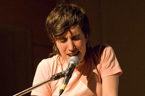 Melanie Valera performs (Flickr/djenvert)