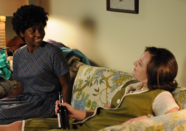Dawn Chambers (Teyonah Parris) and Peggy Olson (Elisabeth Moss) in Episode 4 of Season 5 (Photo by Michael Yarish/AMC)