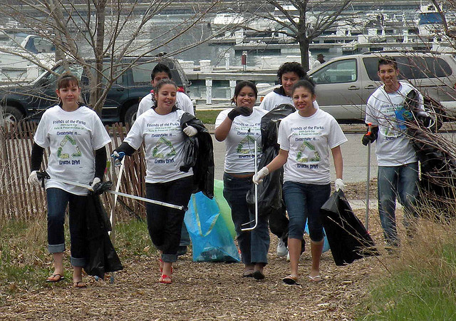 Friends of the Park members lead a clean-up of Montrose Point Bird Sanctuary on Earth Day in 2010. (Flickr/Marshall Rosenthal)