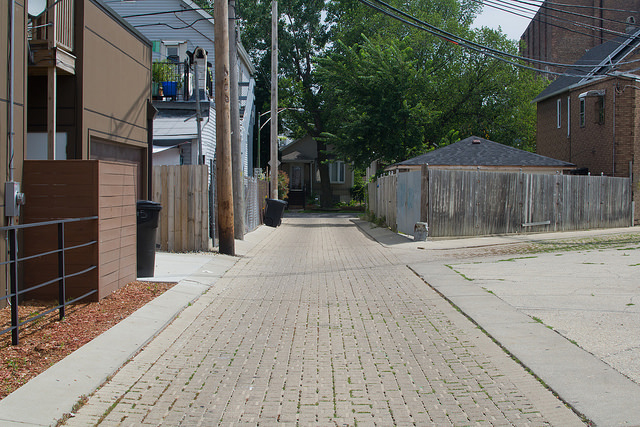 A Chicago alley retrofitted with permeable pavers that prevent flooding and allow water to seep into the soil. (Flickr/Center for Neighborhood Technology)