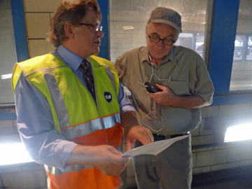 Jeff Schroeder shows reporter Ken Davis how he collects bus data. (WBEZ/Logan Jaffe)