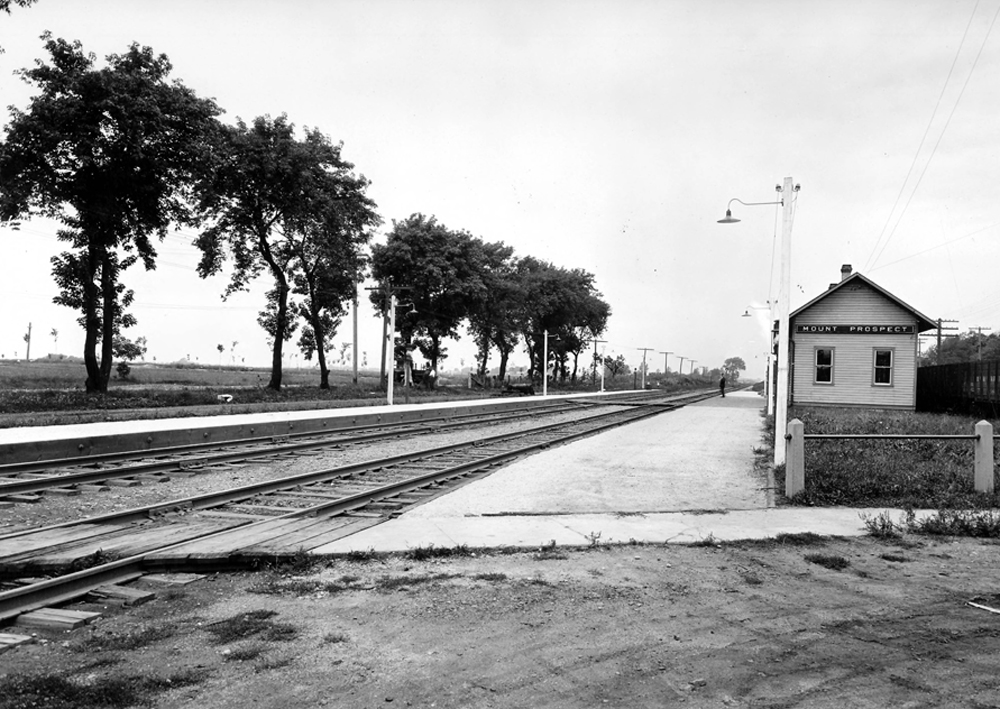 Mount Prospect Railroad Crossing, circa 1925. Not a mount in sight. (Source: Illinois Digital Archives)