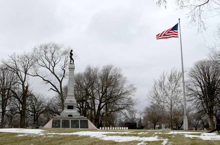 A monument in Oak Woods Cemetery at 67th Street and Cottage Grove marks the largest mass grave in the Western Hemisphere, or where roughly 4,000 Confederate soldiers who died at Camp Douglas are buried. (WBEZ/Logan Jaffe)