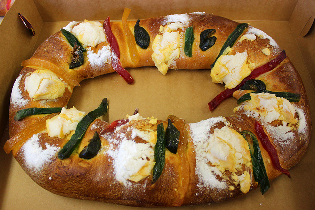 Rosca des reyes at Carniceria Ricardo in Chicago (WBEZ/Louisa Chu)